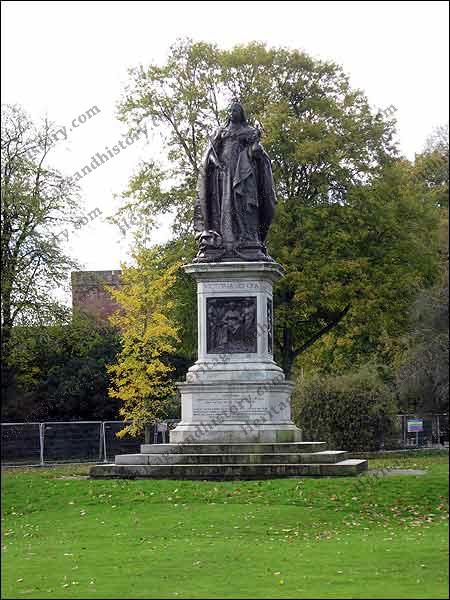 Queen Victoria Monument – Victoria Park – Carlisle