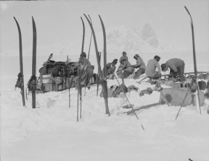 Foundering in soft snow: Bowers' sledge team; Wilson pushing; Oates and PO Evans repairing, Beardmore Glacier, 13 December 1911. Pic HLF